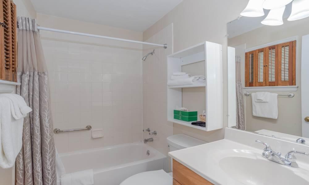Lodge Double Courtyard 1st Floor - Room 103 Bathroom